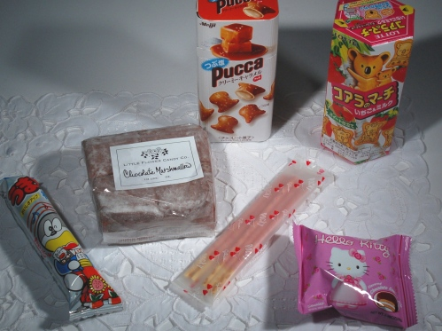 Other goodies I've used are, from left, a cheeto stick, chocolate marshmallows that I cut into pieces and skewered on a pretty toothpick, caramel-filled pretzel bites, pockey sticks in either strawberry or chocolate, Hello Kitty cakes, and Kuala bear cookies filled with chocolate or strawberry.